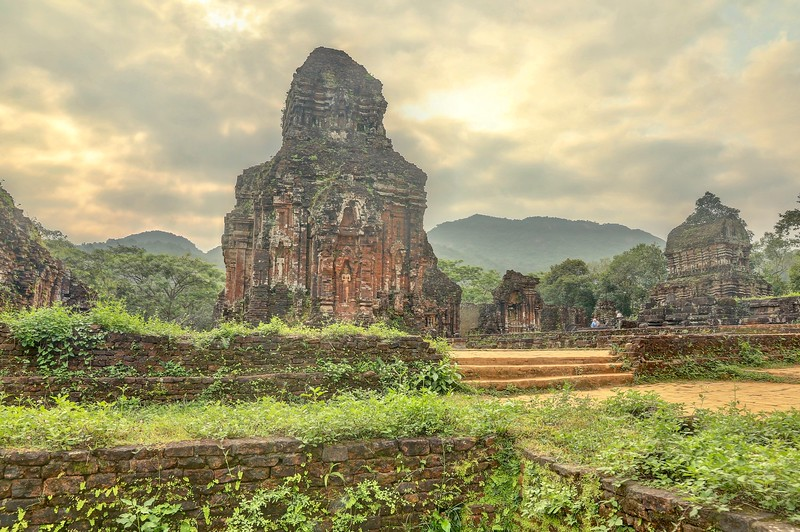 Following the conquest of central Vietnam by the Viet and the fall of Champa, it fell into disuse and was largely forgotten.  It was rediscovered in 1898 by the Frenchman M. C. Paris. - Mỹ Sơn