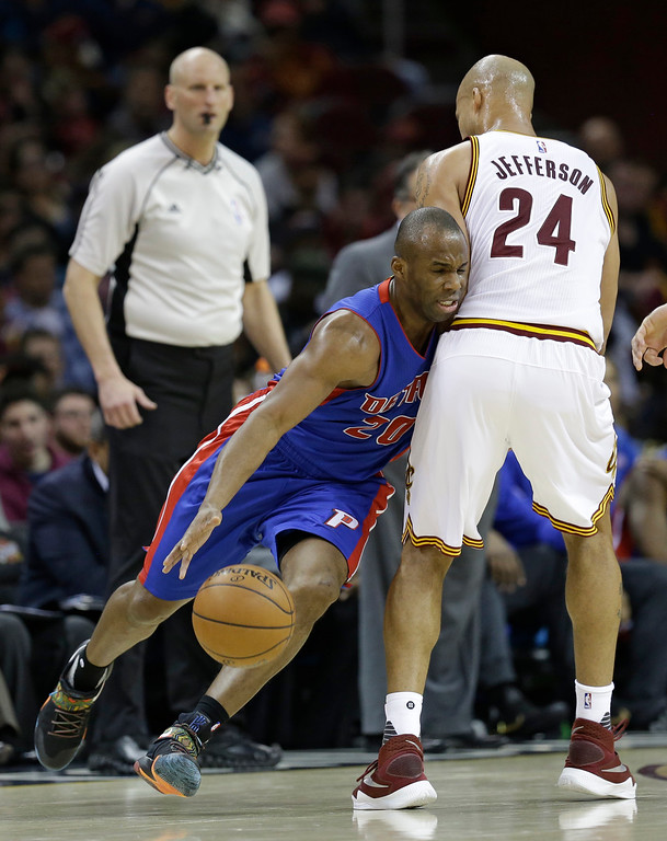 . Detroit Pistons\' Jodie Meeks (20) drives past Cleveland Cavaliers\' Richard Jefferson (24) during the first half of an NBA basketball game Wednesday, April 13, 2016, in Cleveland. (AP Photo/Tony Dejak)