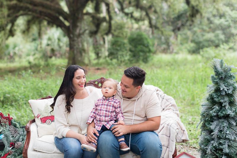 Holiday Minis- Acosta Family-7.jpg