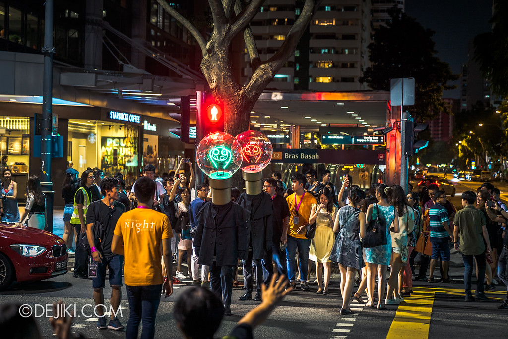 Singapore Night Festival 2017 / The Bulb Heads by Sans Compagnie Fixe - Traffic crossing