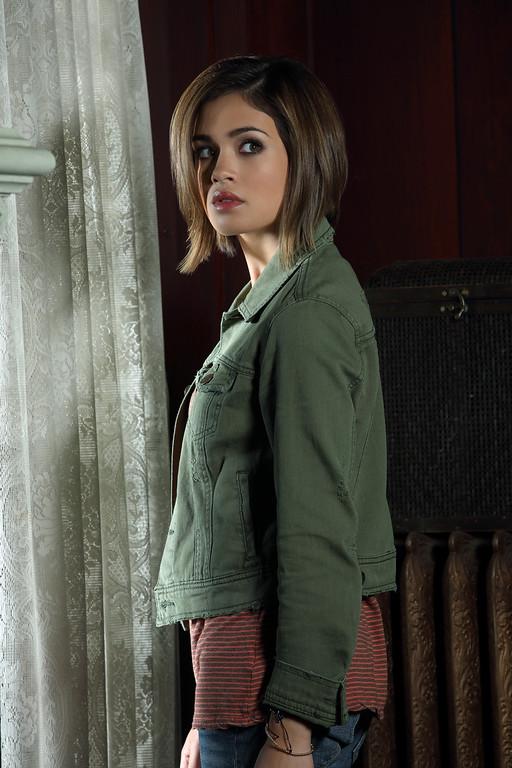". RAVENSWOOD - Nicole Gale Anderson stars as Miranda on ABC Family\'s \""Ravenswood.\"" (ABC FAMILY/Bob D\'Amico)"