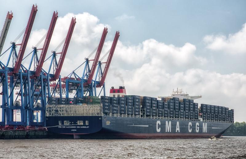 Schiff CMA CGM Alexander von Humboldt 395 m lang am Terminal burchardkai