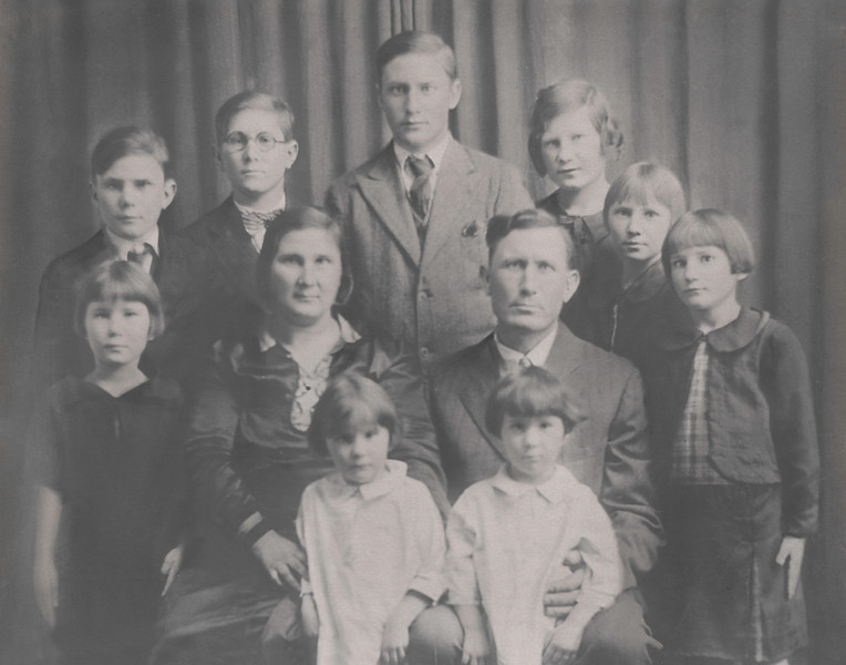 Meyers' Family Portrait 11x14-2.jpg