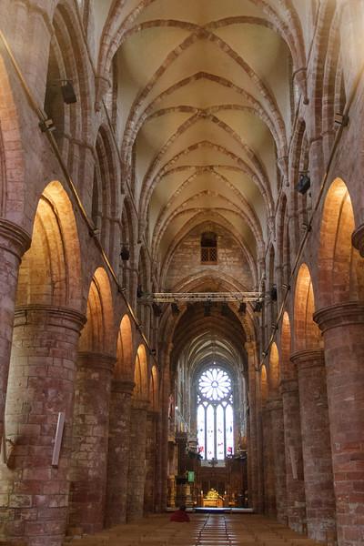 St. Magnus Cathedral, Kirkwall, Orkney - 03.jpg