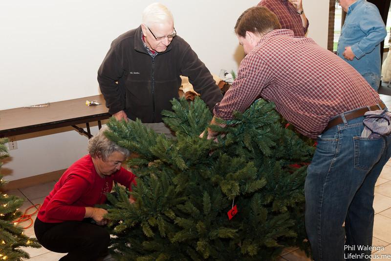 20121217 KofC Christmas Tree Setup-6295.jpg