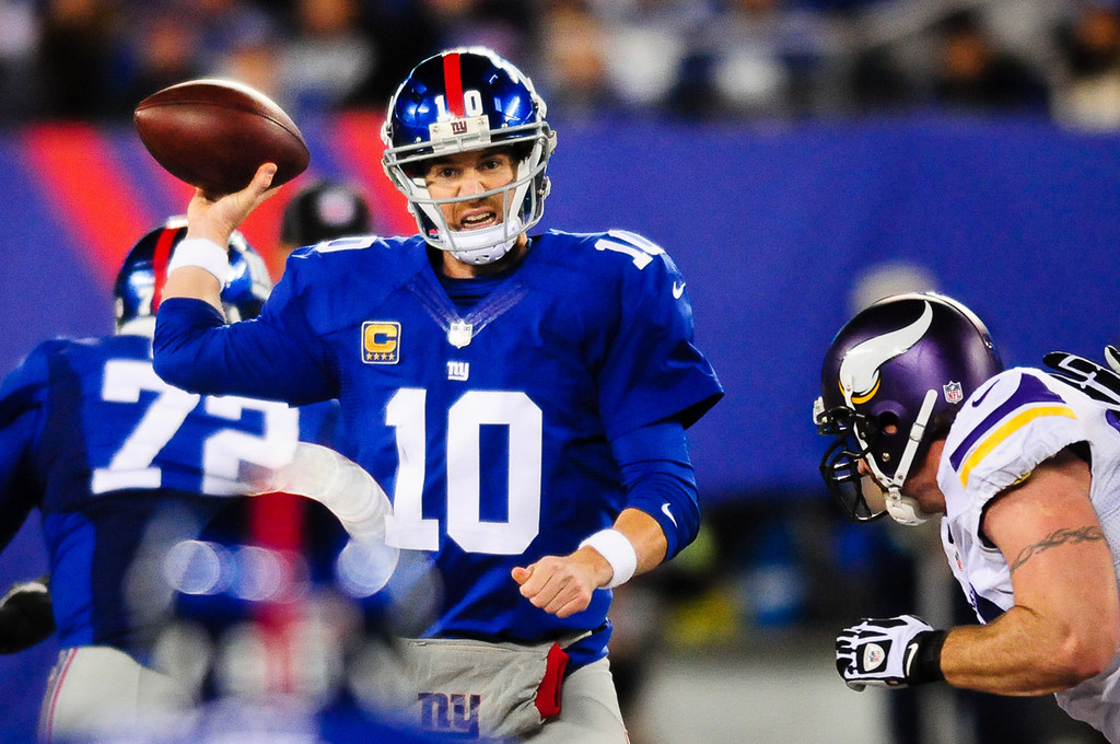 . Giants quarterback Eli Manning unloads the ball under pressure from the Vikings defense during the second quarter. (Pioneer Press: Ben Garvin)