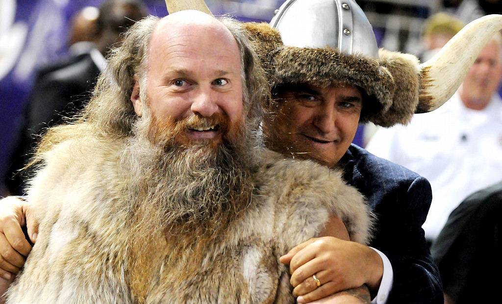 ". Minnesota Vikings mascot Ragnar drives ""Thursday Night Football\"" host Steve Mariucci onto the field. (Pioneer Press: Sherri LaRose-Chiglo)"