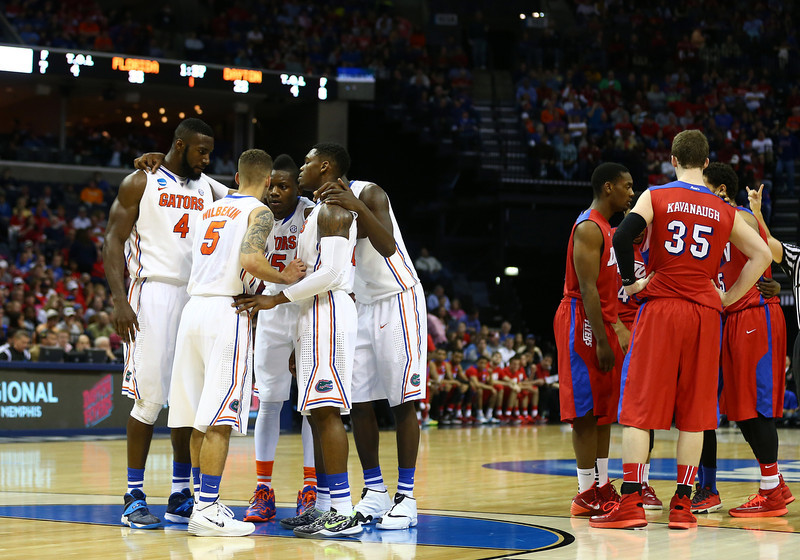 . The Florida Gators and the Dayton Flyers huddle during the south regional final of the 2014 NCAA Men\'s Basketball Tournament at the FedExForum on March 29, 2014 in Memphis, Tennessee.  (Photo by Streeter Lecka/Getty Images)