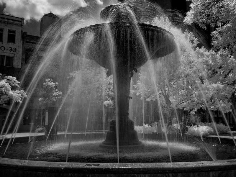 Gore Park Fountain in Infrared _1080135.jpg