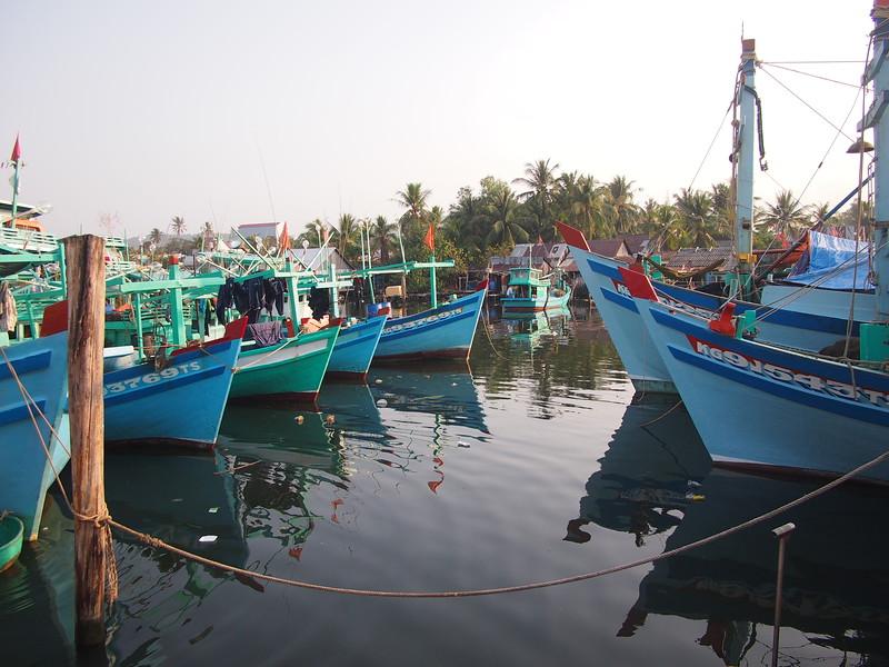 P2017355-boats-at-port.JPG