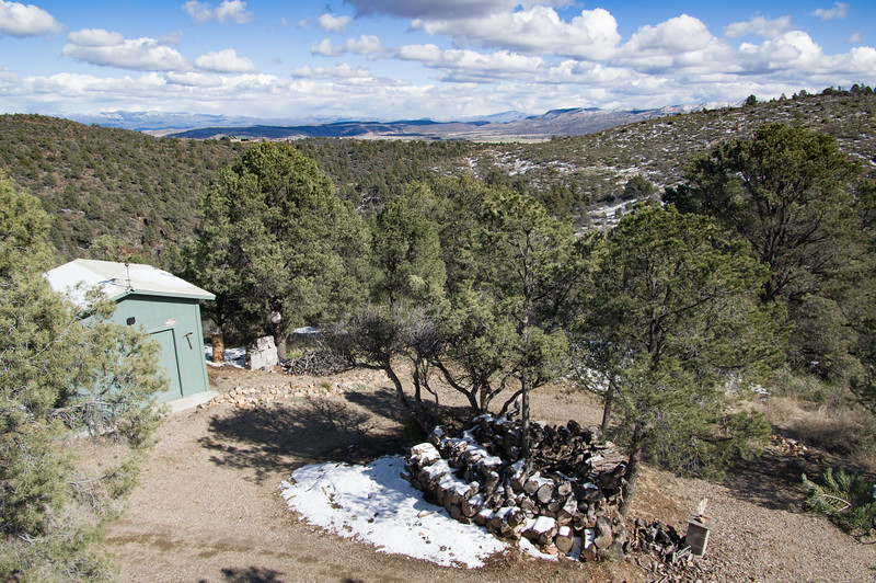 Killer cabin, front right view, Peeples Valley, AZ (Feb 2019)