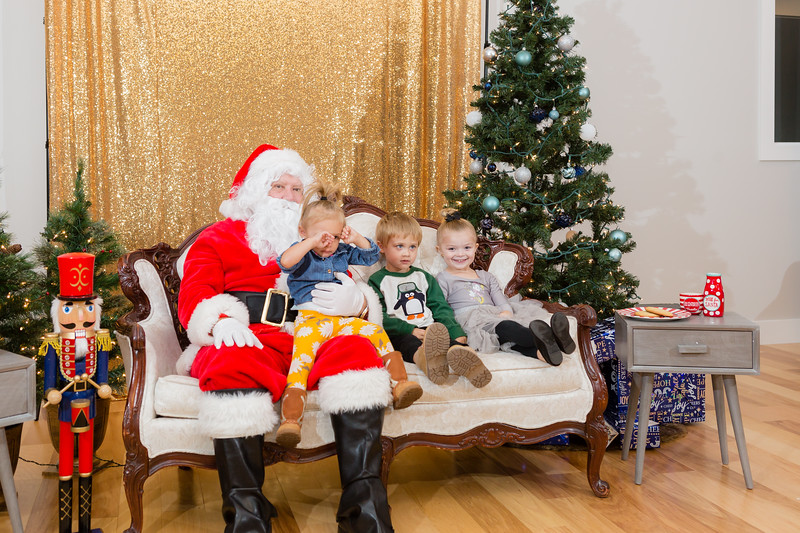 FADS Picture with Santa-302.jpg