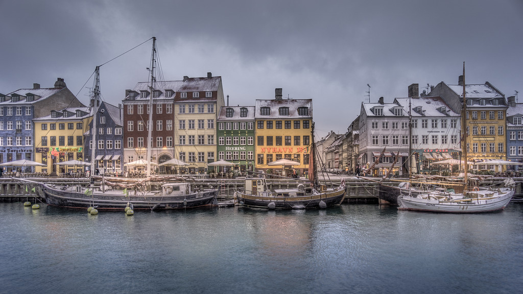 Snowy Weather in Nyhavn