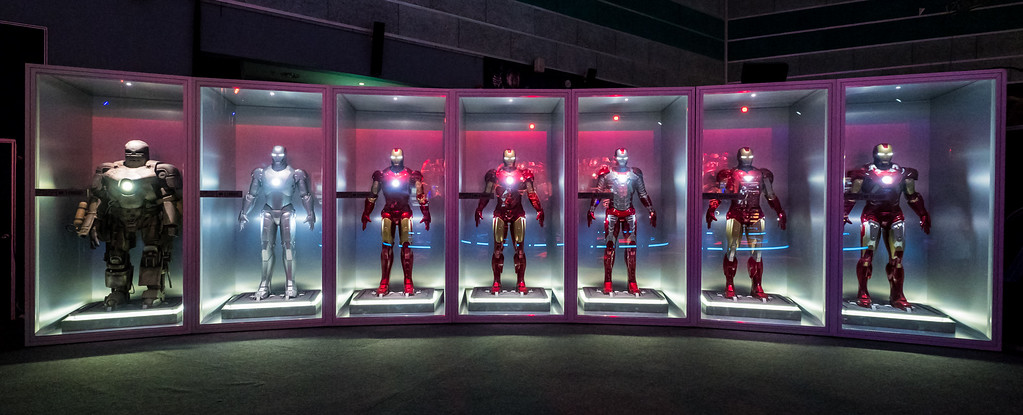 MARVEL'S AVENGERS S.T.A.T.I.O.N. - Tony Stark Iron Man suits