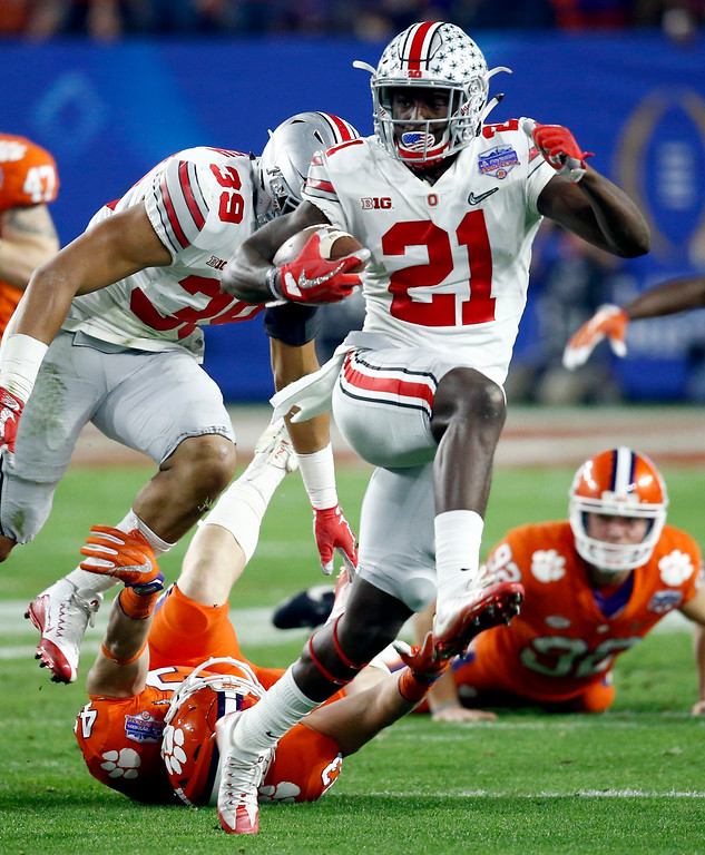 . Ohio State wide receiver Parris Campbell (21) escapes the reach of Clemson linebacker Chad Smith (43) during the first half of the Fiesta Bowl NCAA college football playoff semifinal, Saturday, Dec. 31, 2016, in Glendale, Ariz. (AP Photo/Ross D. Franklin)