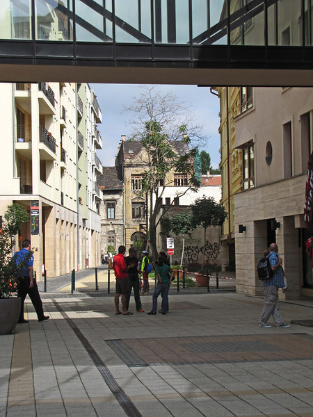 38-New courtyards and pedestrian bridges in the former Jewish Quarter