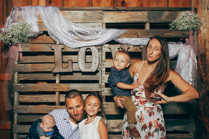 LindsayNathanPhotobooth-0037.jpg
