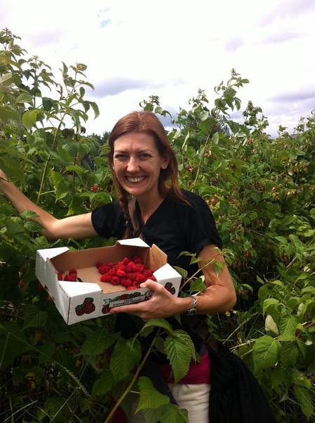 raspberry picking in Seattle.JPG