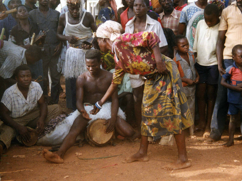 Local market at Ikwo - Abakaliki. The market was influenced by people who had tasted their share of the local brew. --- Lokalmarked i Ikwo - Abakaliki. Markedet var preget av folk som hadde fått sin porsjon av det lokale brygget. (Foto: Geir)