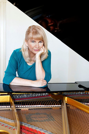 Donna Stoering,  pianist
