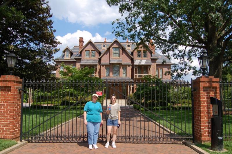 Linda & Ellen outside the NC Governor's Mansion