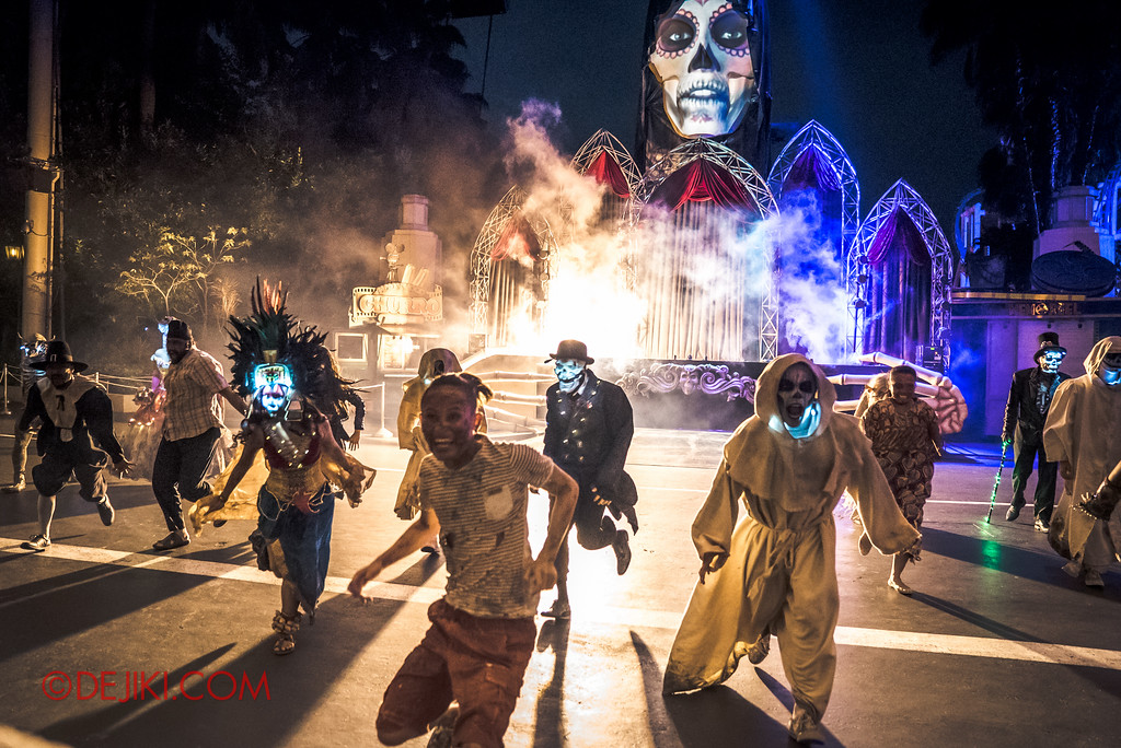 Halloween Horror Nights 6 - RIP Tour review / VIP viewing area for opening scaremony 2