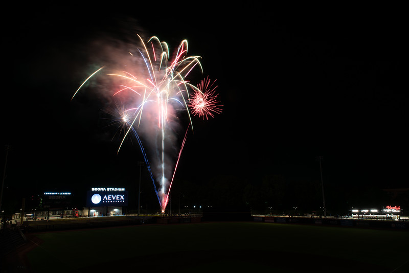 Fireworks_750_0528.jpg