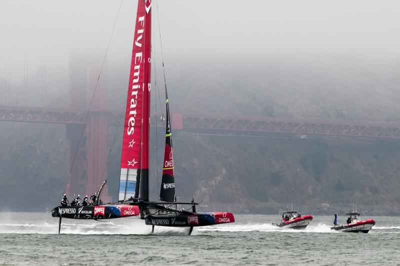 """Sind das noch Boote? Diese """"Boote"""" sind bis zu 80km/h schnell! Im September wird mit diesen Booten der America's Cup gesegelt."""