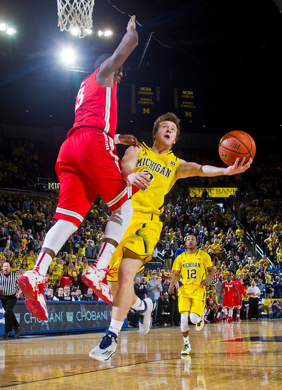. Ohio State guard Shannon Scott (3) defends Michigan guard Spike Albrecht (2) in the second half of an NCAA college basketball game at Crisler Center in Ann Arbor, Mich., Sunday, Feb. 22, 2015. Michigan won 64-57. (AP Photo/Tony Ding)