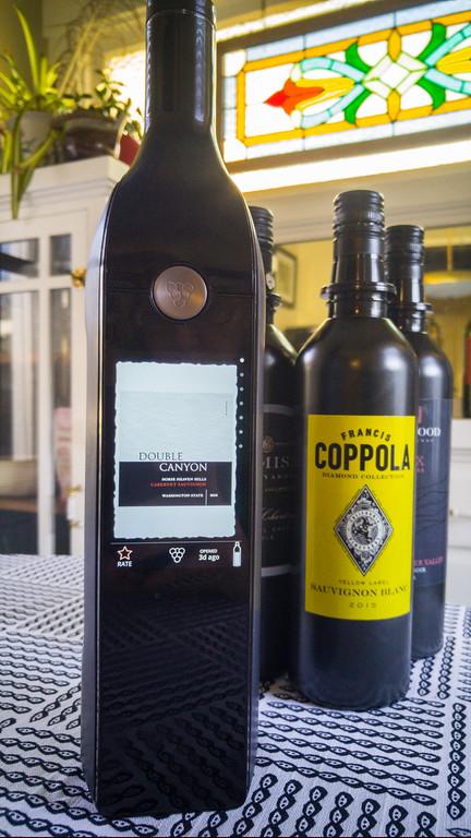 给葡萄酒爱好者的高科技礼物库维智能酒瓶系统回顾
