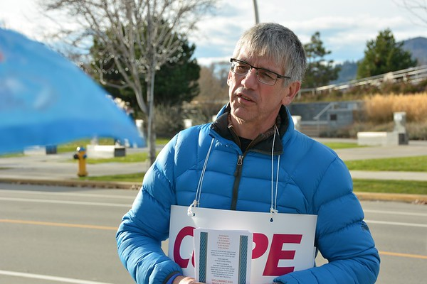 Rally to support CUPE 338 jail guards