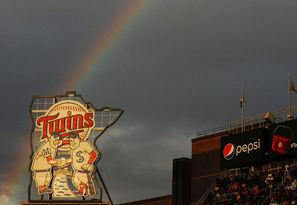 ". 10. (tie) RAINBOWS  <p>Now there�s something you never saw at the Metrodome ... (previous ranking: unranked) </p><p><b><a href=""http://ftw.usatoday.com/2014/07/hey-look-a-rainbow-minneapolis-twins-mlb\"" target=\""_blank\""> LINK</a></b> </p><p>    (Pioneer Press: John Autey)</p>"