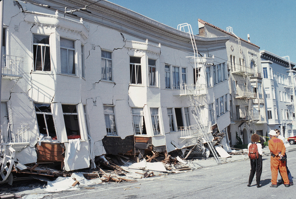 . General view of the Marina district disaster zone after a magnitude 6.9 earthquake on October 17, 1989 in San Francisco, California.    (Photo by Otto Greule Jr /Getty Images)