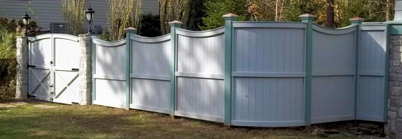 372585 - Lexington MA - Two Toned Universal Board Fence