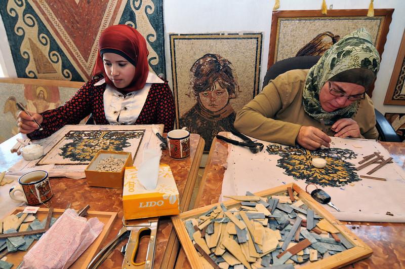 Mosaikstadt Madaba: Souvenir-Produktion: Mosaike werden in Handarbeit hergestellt