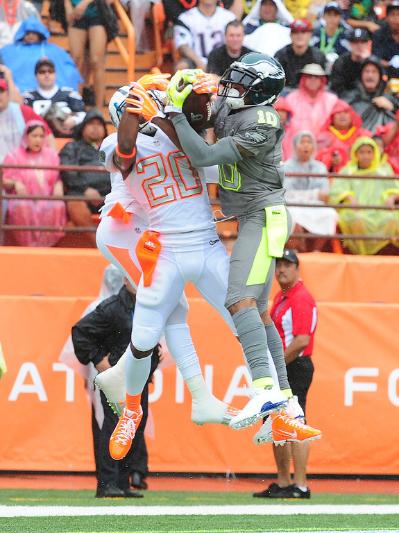 . DeSean Jackson #10 of the Philadelphia Eagles and Team Sanders makes a catch for a touchdown against Brent Grimes #21 of Team Rice during the 2014 Pro Bowl at Aloha Stadium on January 26, 2014 in Honolulu, Hawaii  (Photo by Scott Cunningham/Getty Images)