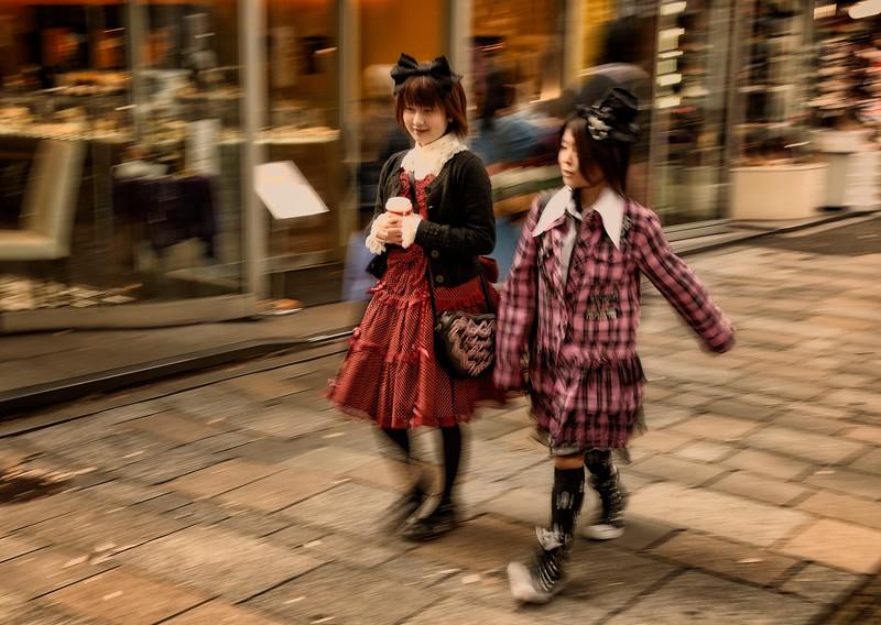 Streets of Harajuku, Goshu Loli (Gothic Lolitas)