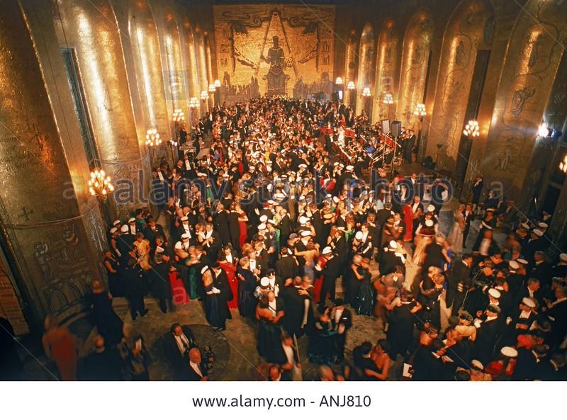 027-dancing-in-golden-room-at-stockholm-city-hall-during-nobel-awards-ANJ810.jpg