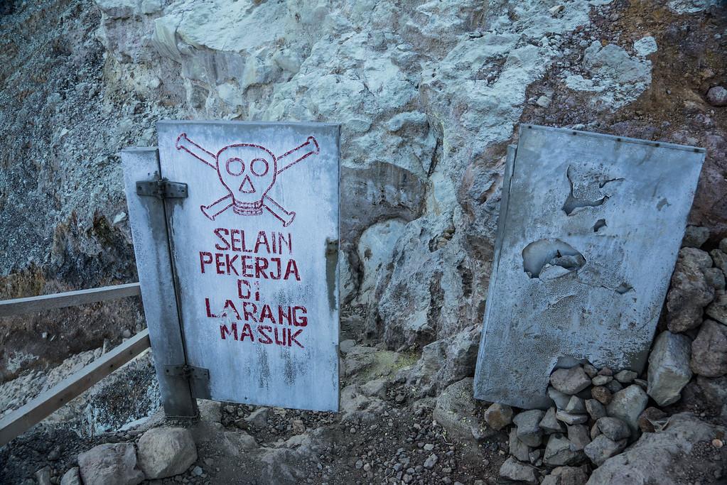 Kawah Ijen warning crater