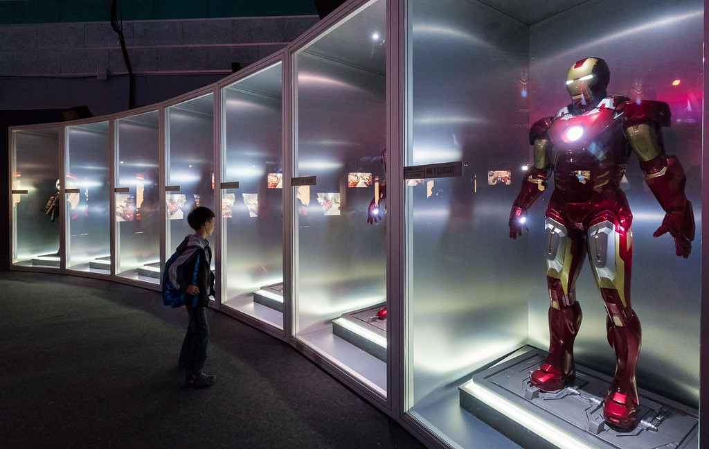 MARVEL'S AVENGERS S.T.A.T.I.O.N. - Iron Man Suits close
