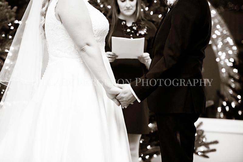 Hillary_Ferguson_Photography_Melinda+Derek_Ceremony083.jpg