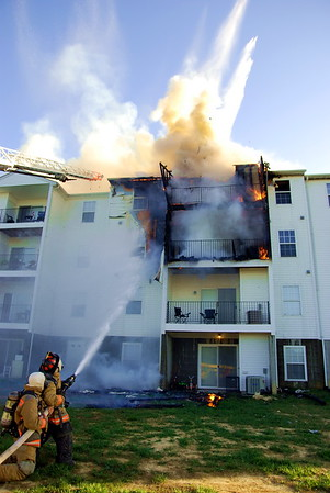 4/17/2010 Working Commercial Apartment Fire at  22780 Laurel Glen Rd