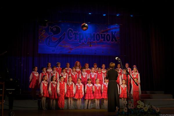 Хор   Струмочок  средний  состав  хора юбилейный концерт Валентина  Оргиш