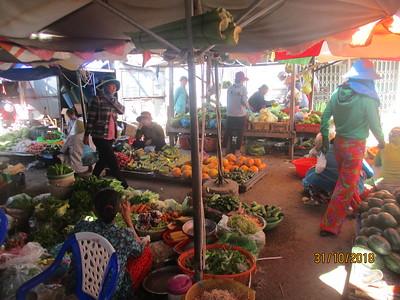 2018 10 31 - Phan Rang - Market - Monastery