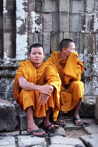 Angkor-Monks-11-Vert.jpg