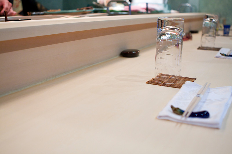 The smooth sandpapered table.  The table is sandpapered every day.