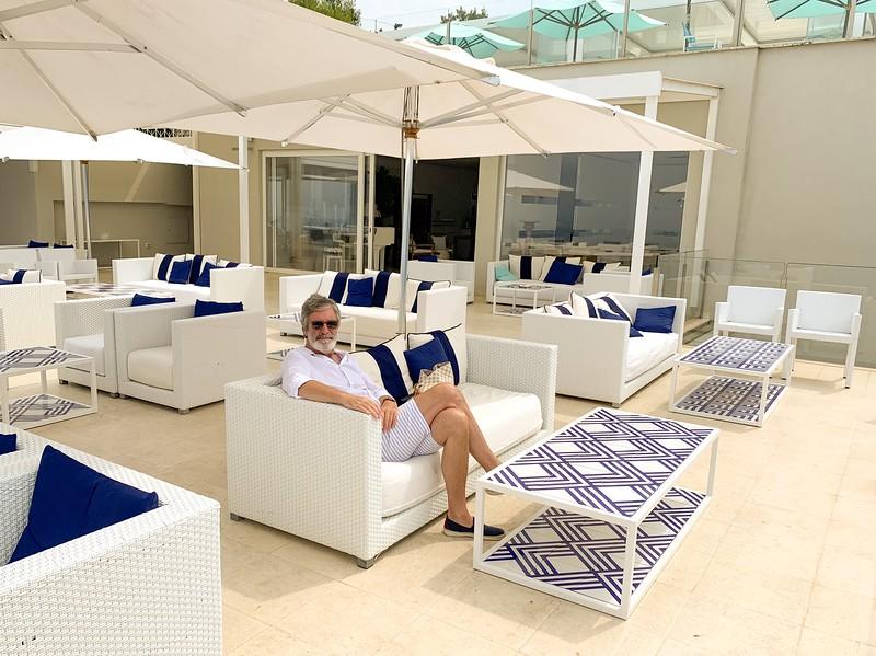 Graeme relaxing at Relais Blu