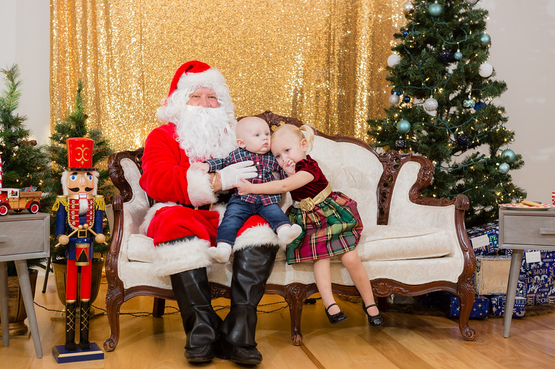 FADS Picture with Santa-221.jpg