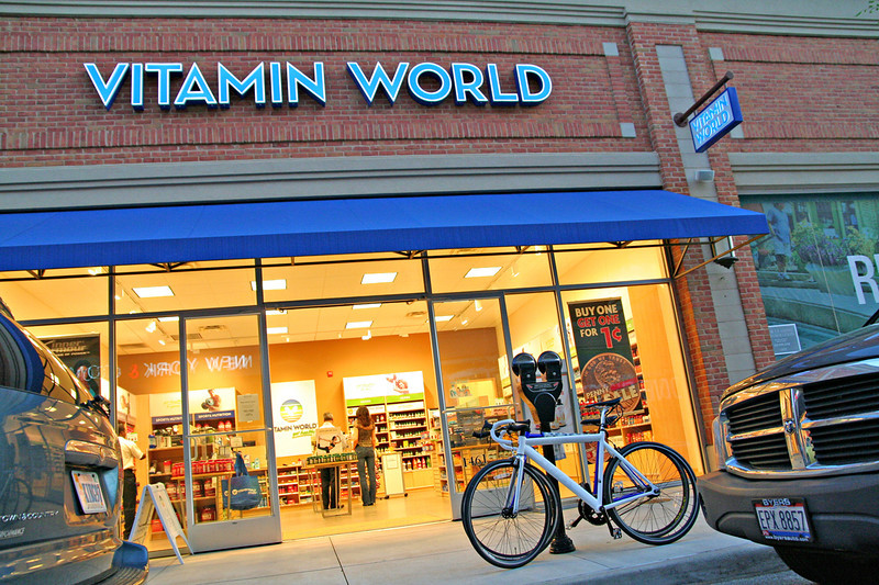 whachall know bout Vitamin World.