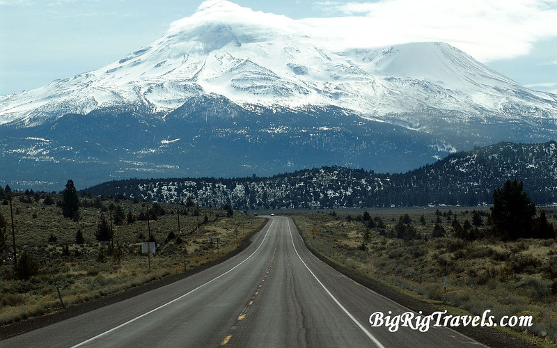 Massive Mt.Shasta Wallpaper 1440x900.jpg